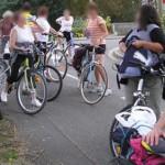 Sortie à Vélo... après avoir partagé un pique nique au soleil sur l'herbe, un peu de sport... mais modéremment bien sur ! Nous ne sommes que des amateurs...