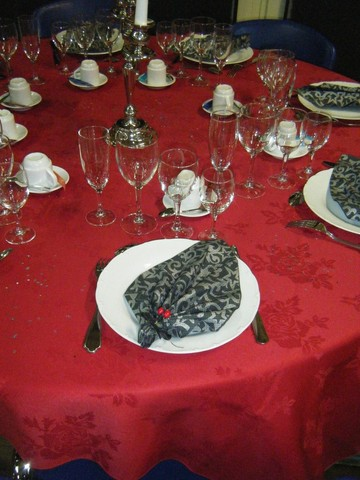 Rouge et Noir pour une soirée Classe, où on a sorti les bougeoirs en argent !
