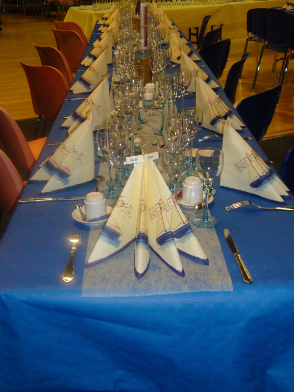 Chaque année, les convives nous félicitent pour notre soin à décorer nos tables et la salle sur un thème précis... Cela contribue à un meilleur accueil et à les plonger directement dans l'ambiance de la soirée. Bonne année !